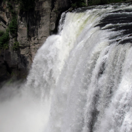 Upper falls in Yellowstone, Canon POWERSHOT SX30 IS