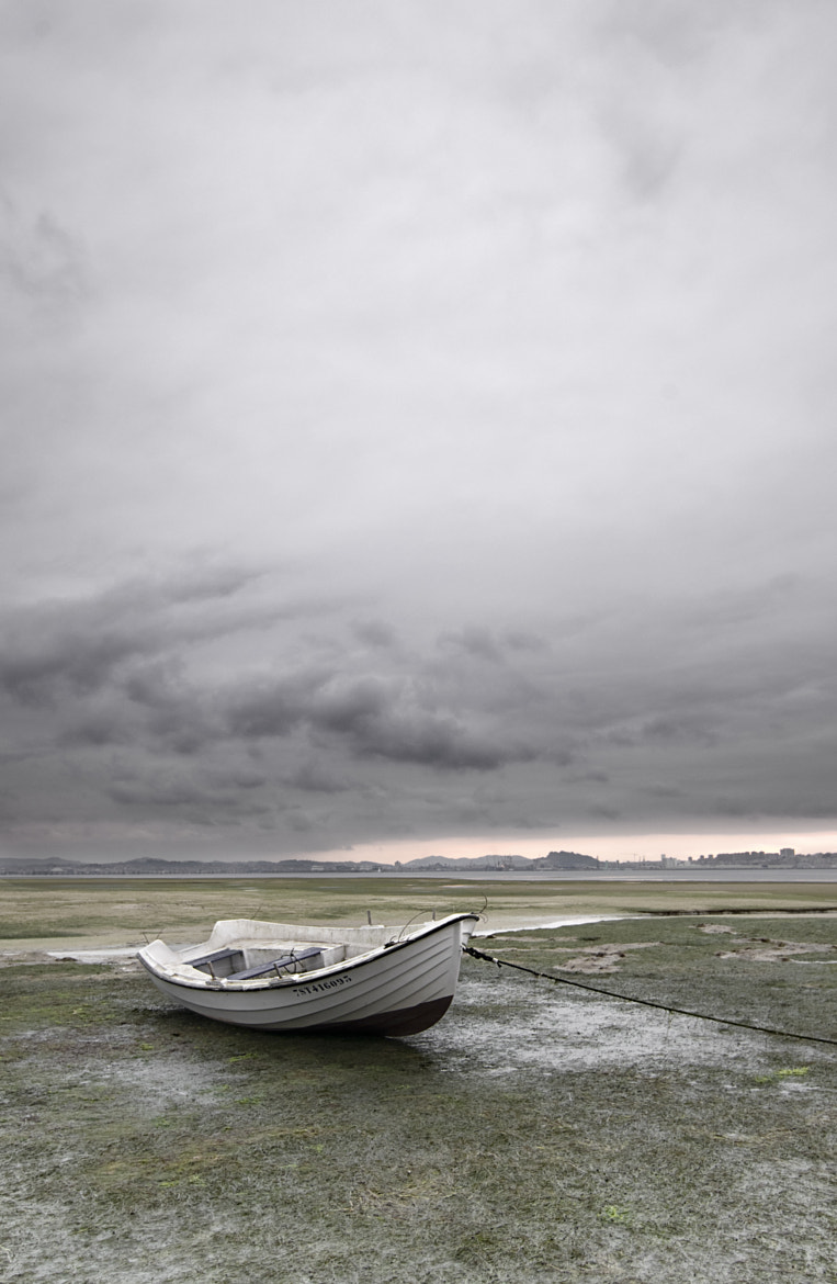 Photograph White Boat by Santiago Manso on 500px