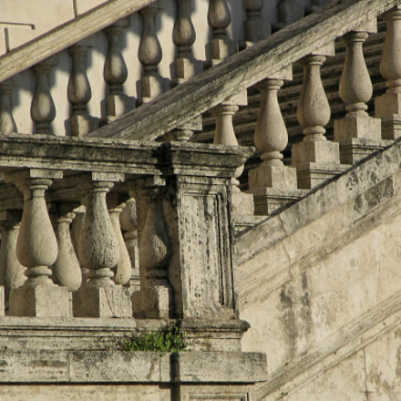 Architectural detail in Rome, Canon POWERSHOT S1 IS