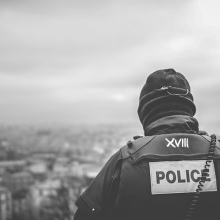 Montmartre Security, Canon EOS 70D, Canon EF 35mm f/2 IS USM
