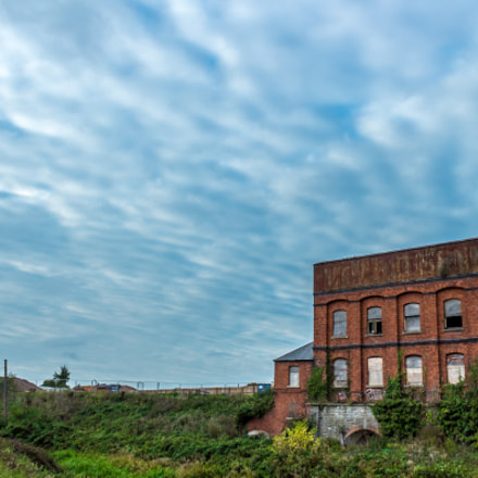 Firepool Derelict Brown Building, Canon EOS 1300D, Canon EF-S 18-55mm f/3.5-5.6 IS II