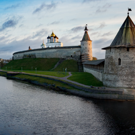 Pskov Kremlin during sunset, Canon EOS 60D, Tamron 16-300mm f/3.5-6.3 Di II VC PZD Macro