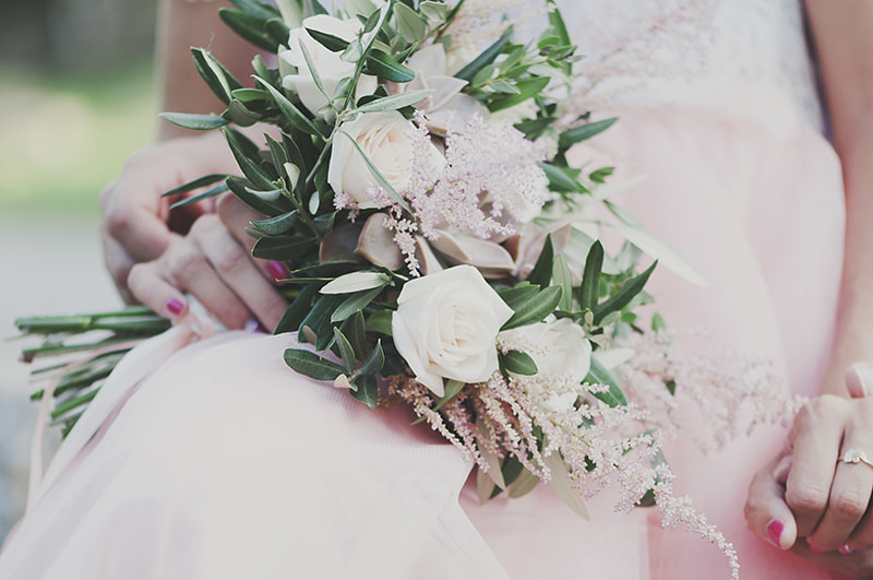 Beautiful wedding bouquet in hands of the bride by Oxana Denezhkina on 500px.com