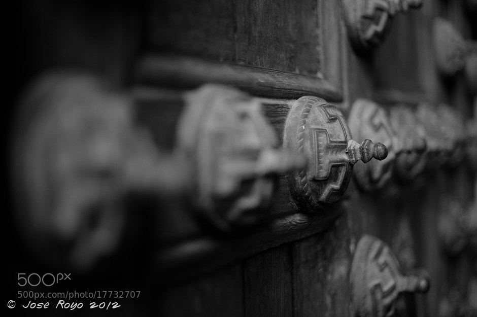 Photograph Puerta Sinagoga Santa Maria by Jose Royo on 500px