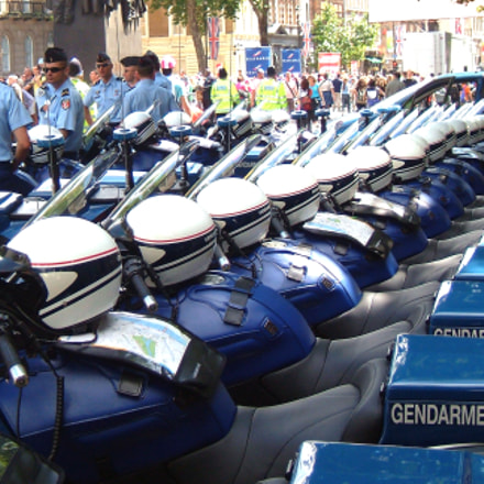 Gendarmerie and their bikes, Fujifilm FinePix F710