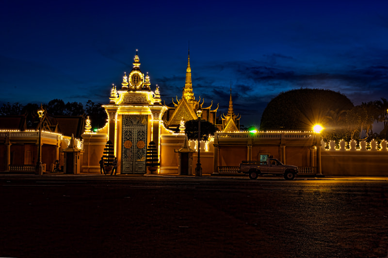 Photograph Guarding the Palace Gates by Michel Latendresse on 500px