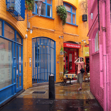Tourist, Neals Yard, London 2007, Canon POWERSHOT SD550