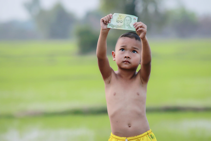 Rural children with a King of money Thailand . by Visoot Uthairam on 500px.com