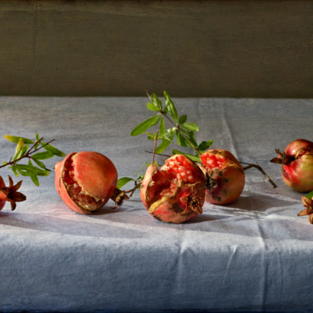 Fresh pomegranates, Nikon D5100, Nikkor 500mm f/4 P ED IF