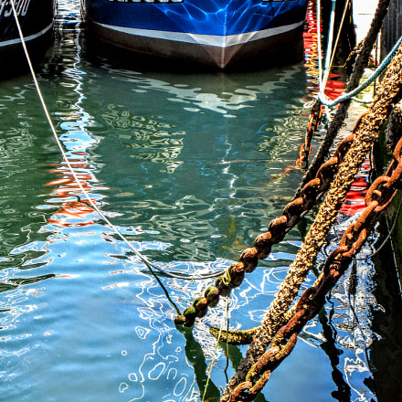Harbor colors and reflections , Canon DIGITAL IXUS 850 IS