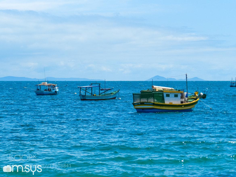Photograph Os 3 Barquinhos no Azul do Mar by Mauro Clemente on 500px
