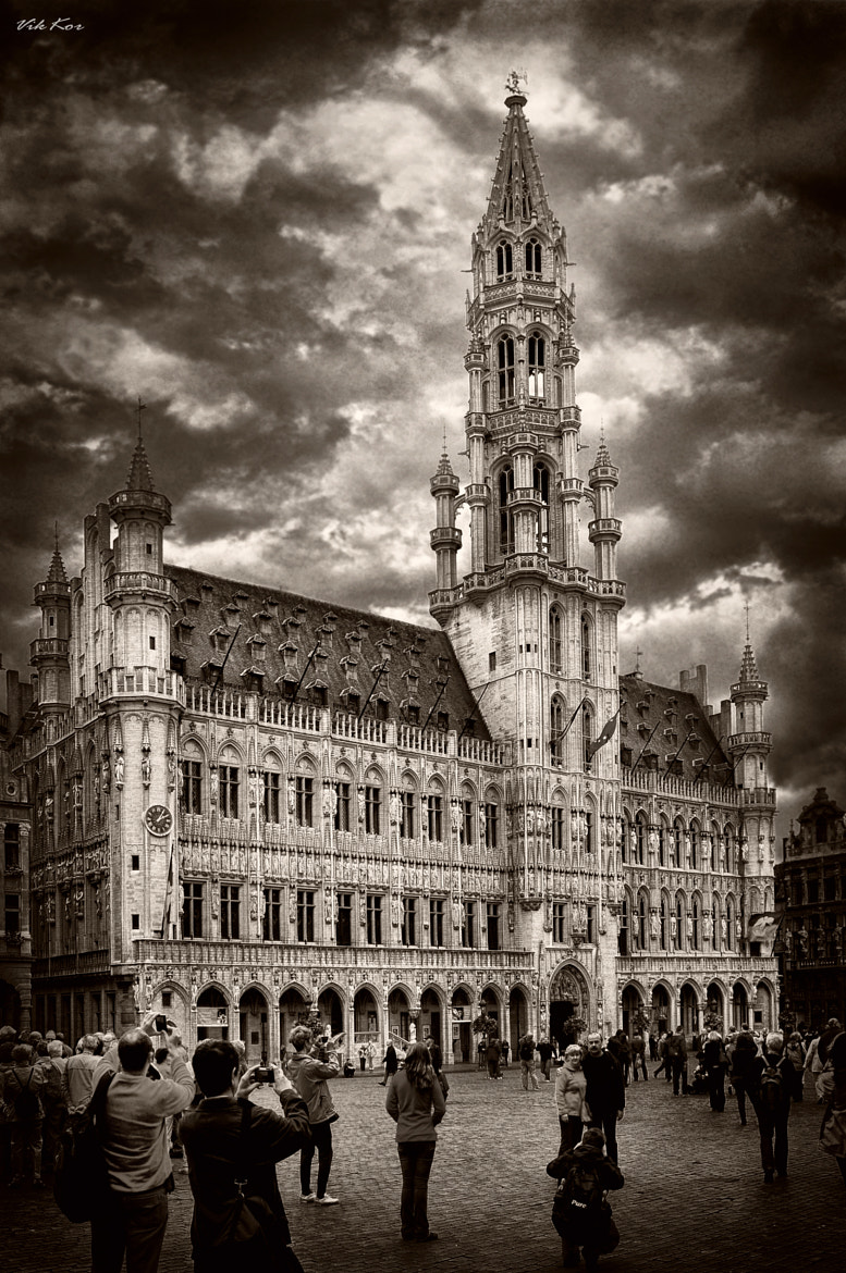 Photograph The Grand Place in Brussels  by Viktor Korostynski on 500px