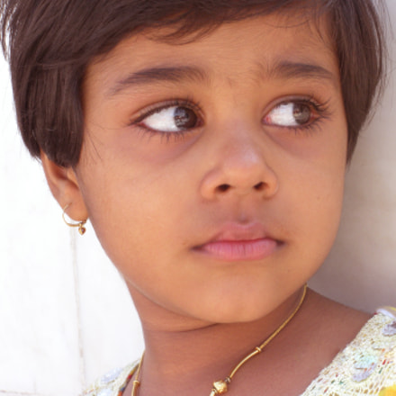 Indian Girl Child Looking, Nikon COOLPIX S550