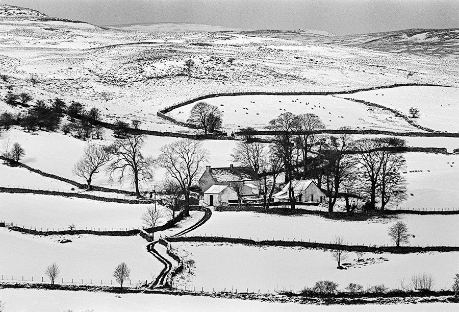 Photograph FARM HOUSE IN SNOW by COLIN MOLYNEUX on 500px