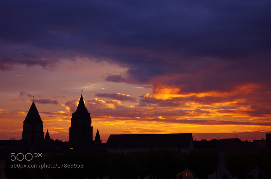 Coucher de soleil sur la cathédrale de Saint Junien by Cécile Wurcker (Nephtali)) on 500px.com