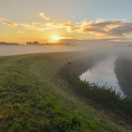 """Old meander of the """"Zenne"""" river @ sunrise"""