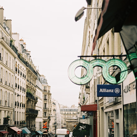 Walking around in Paris, Canon AE-1