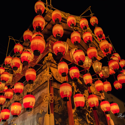Danjiri decorated with lanterns