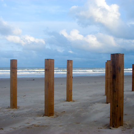 SandPoles on the beach, Sony DSC-T9