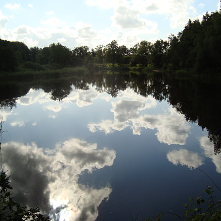 Reflections in nature reserve, Sony DSC-W125