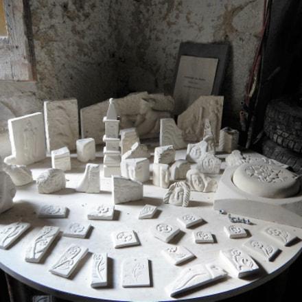 Le sue creazioni in pietra bianca della Maiella