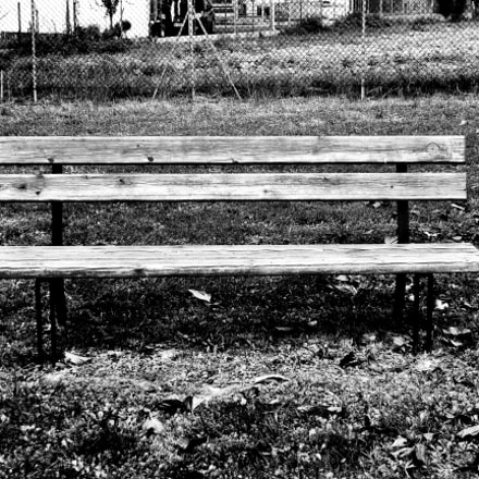 bench, Nikon COOLPIX L31