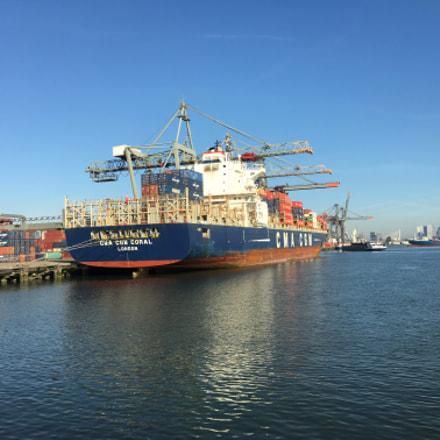 Rotterdam harbour containerschip