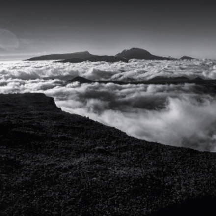 Stand up on the rocky peak, above the clouds