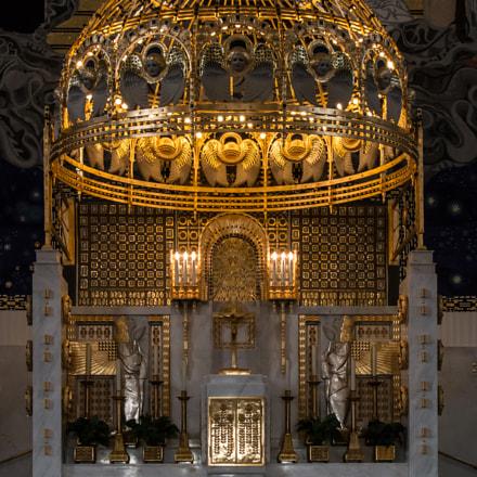 Altar in der Kirche am Steinhof in Wien