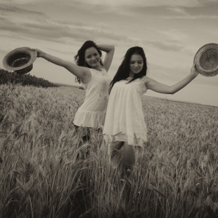 Girls in wheat, Nikon COOLPIX L320