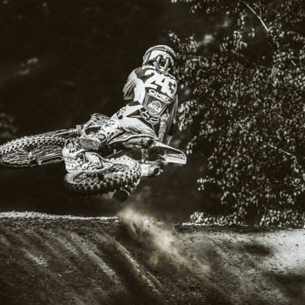 Tim Gajser - laying, Canon EOS 7D, Sigma 100-300mm f/4