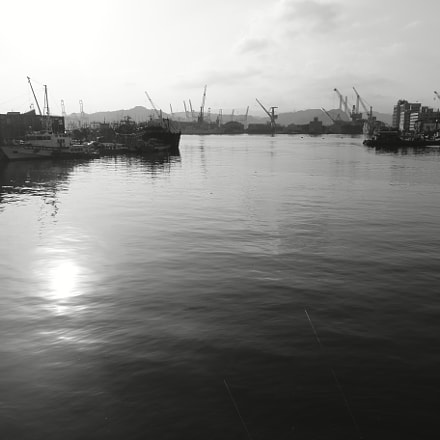 Keelung harbor with fisherman, Sony DSC-RX100M, Minolta AF 28-85mm F3.5-4.5 New