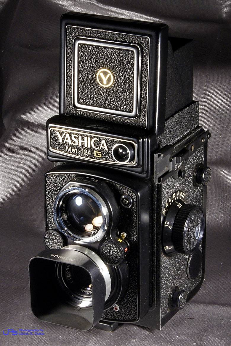 Photograph Yashica MAT 124 G by Ulrich R. Sieber on 500px