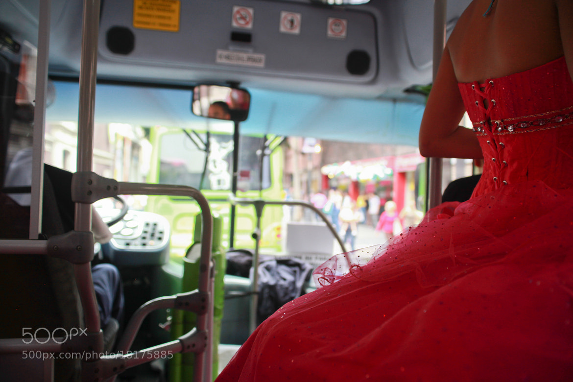 Photograph Quinceañera en bus by Juan Araujo on 500px
