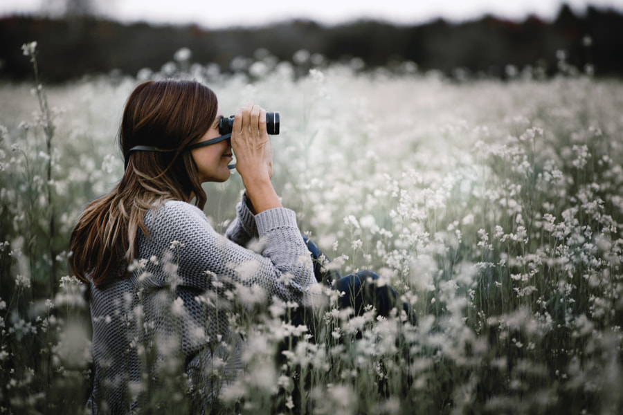 Looking through binoculars by Gabriela Tulian on 500px.com