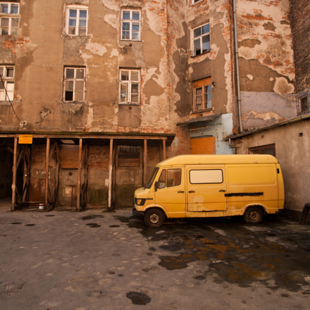 the yellow van, Canon EOS 5D, Tamron SP AF 17-35mm f/2.8-4 Di LD Aspherical IF