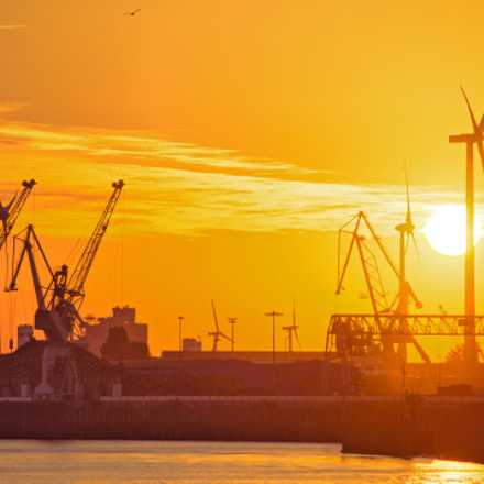 Sunrise at the Harbor, Sony DSLR-A580, Tamron AF 70-300mm F4-5.6 Di LD Macro 1:2