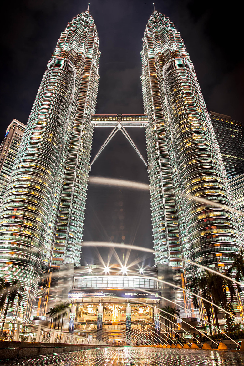 Photograph Twin tower, Kuala lumpur malaysia by EDEMIN RAMIREZ viewfinder image production on 500px