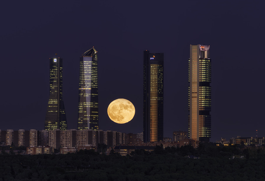 Madrid - Full Moon by Jorge Ruiz Dueso on 500px.com