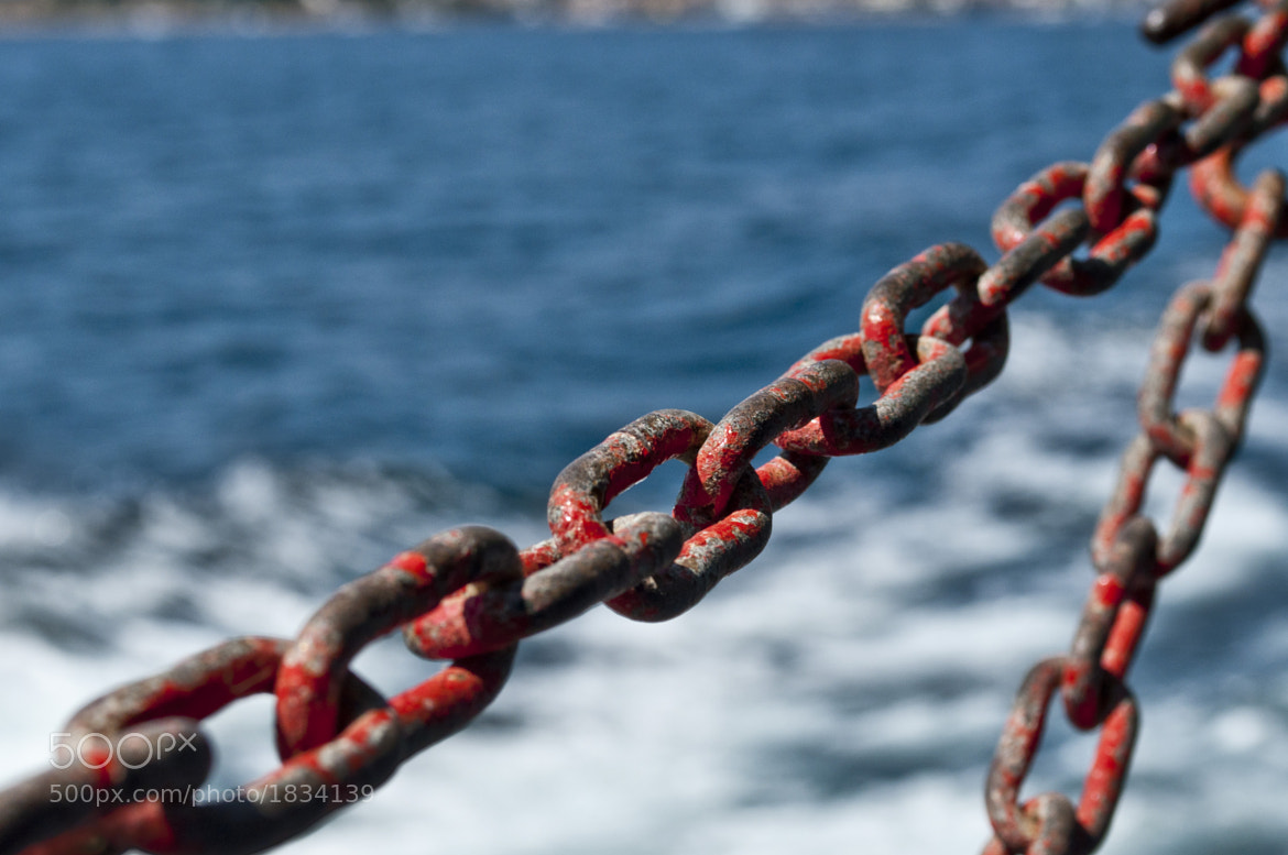 Photograph libertas behind of the chain... by Cryistali Arobtth on 500px