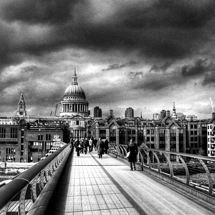 Storm Clouds Over London, Sony DSC-T100