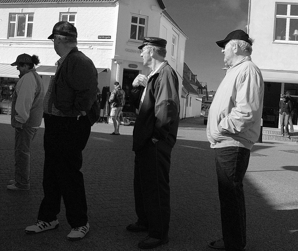 Photograph 3 men looking for 1 woman by Daniel Hoffmann on 500px