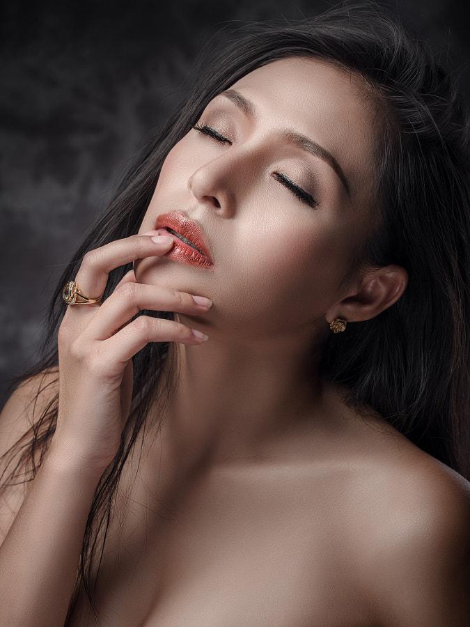 Min by Chakrit Chanpen on 500px.com