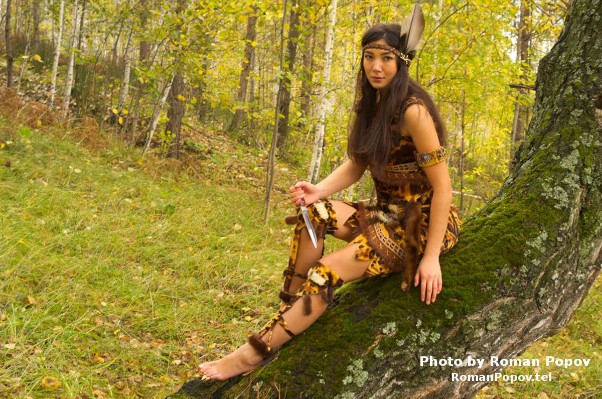 Photograph The American Indian girl with knife on tree wood by Roman Popov on 500px