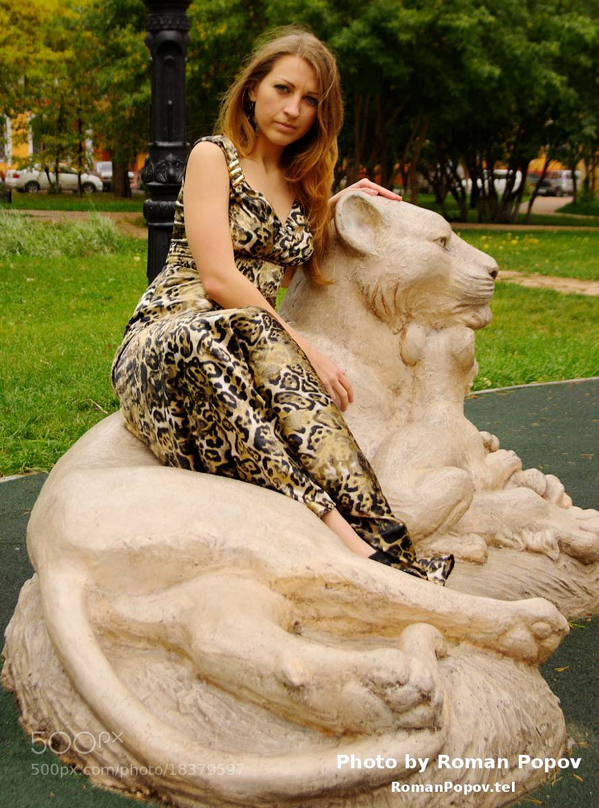 Photograph Young woman on sculptures in park by Roman Popov on 500px