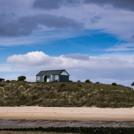 Beach Houses at Embleton, Sony ILCE-6000, Sigma 30mm F2.8 [EX] DN