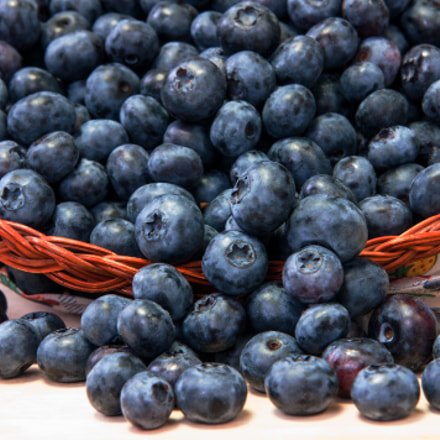 Blueberries in basket, Sony DSLR-A700, Tamron SP AF 28-75mm F2.8 XR Di LD Aspherical [IF] Macro