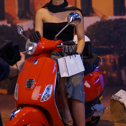 vespa and the girl 1, Sony SLT-A58, Sony DT 55-200mm F4-5.6 SAM (SAL55200-2)