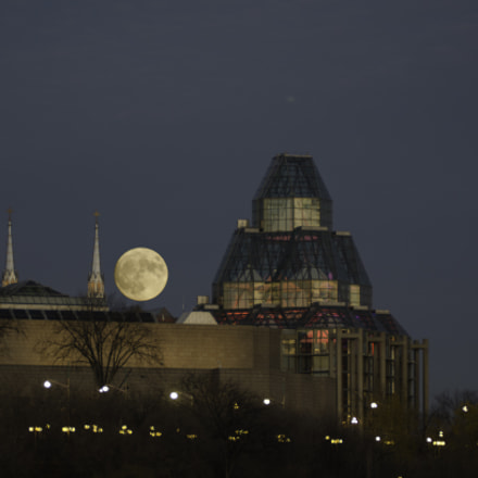 Supermoon over the Art, Nikon D7000, Sigma 135-400mm F4.5-5.6 APO Aspherical