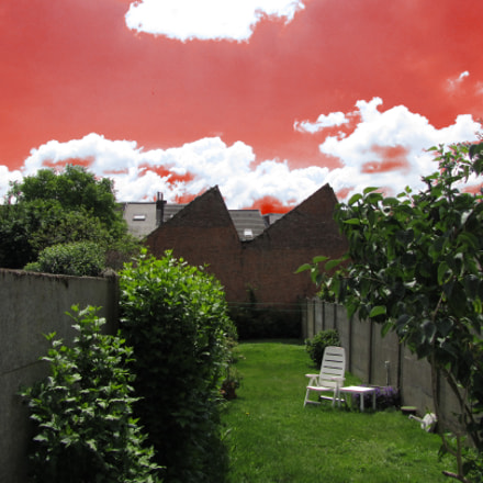 Bloody sky, Canon POWERSHOT SX210 IS